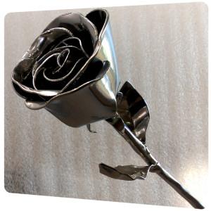 laquage aspect chrome sur rose en métal