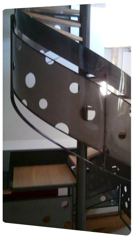 limon escalier tole acier brut finition vernis 17