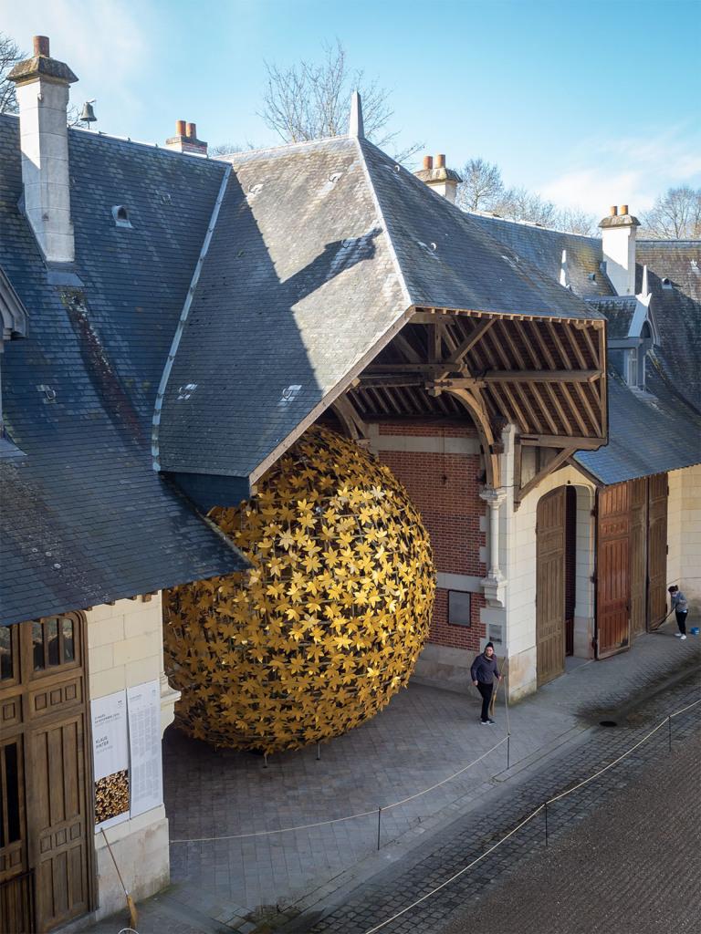 Thermolaquage La Rochelle feuilles dorées sphère PINTER DOMAINE CHAUMONT
