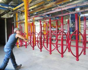 laquage thermolaquage peinture mobilier urbain metal parking support velos potelets poteaux acier galvanise nouvelle aquitaine atelier qualicolor